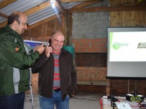 Agricultor Altemir Peliciolli, telefona para um amigo
