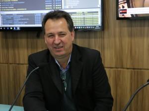 Adelar Parmegiani (3foto materia 2 )