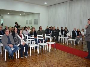 Julio Brondani deu as boas-vindas aos pais das debutantes