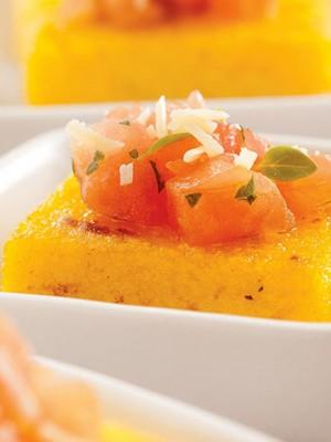 polenta_grelhada_com_tomate_marinado