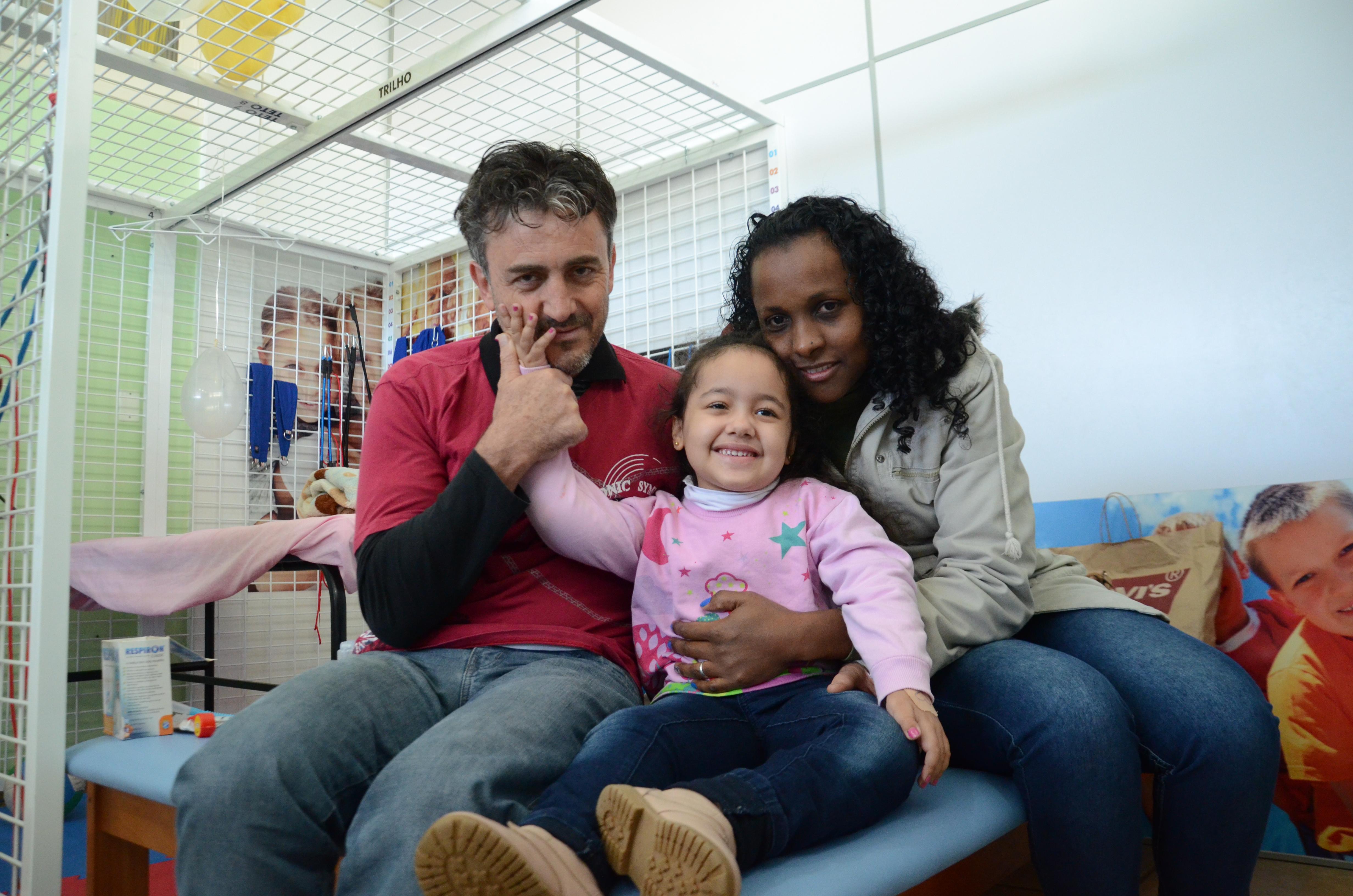 Natalie acompanhada dos seus anjos da guarda, seus pais Josenaide e Roberto