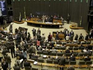 Brasília - Sessão da Câmara dos Deputados para analisar medidas provisórias que trancam a pauta (Wilson Dias/Agência Brasil)