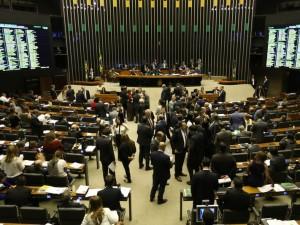 Brasília - Plenário da Câmara durante votação de destaques à PEC 282/16, que proíbe as coligações partidárias nas eleições proporcionais e estabelece cláusula de desempenho para os partidos (Fabio Rodrigues Pozzebom/Agência Brasil)