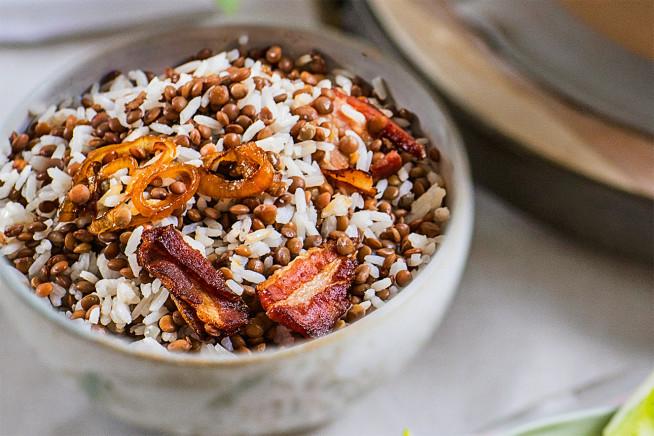 arroz-lentilha-cebola-caramelada-bacon-crocante