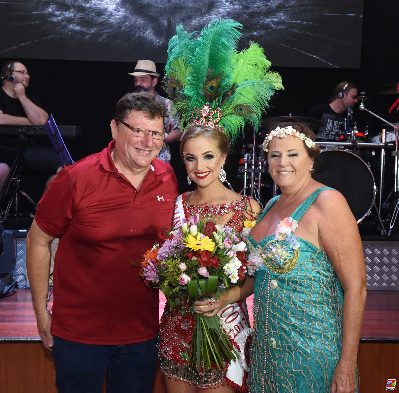 Julio e Reny Brondani com a Rainha Naíra Menegat