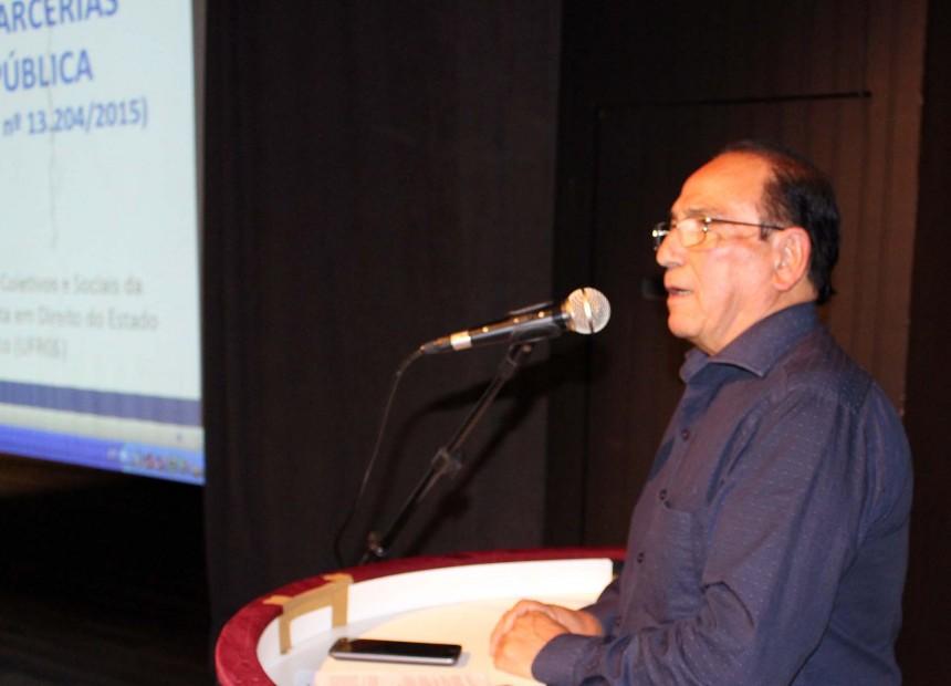 Secretário José Camargo