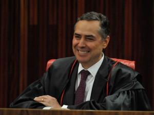 Brasília - O ministro do Supremo Tribunal Federal (STF) Luís Roberto Barroso toma posse como ministro efetivo do Tribunal Superior Eleitoral (TSE) para um período de dois anos (Fabio Rodrigues Pozzebom/Agência Brasil)