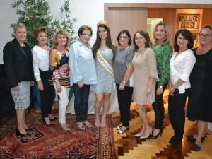 Amigas do Bem com a Rainha Isadora Vendruscolo