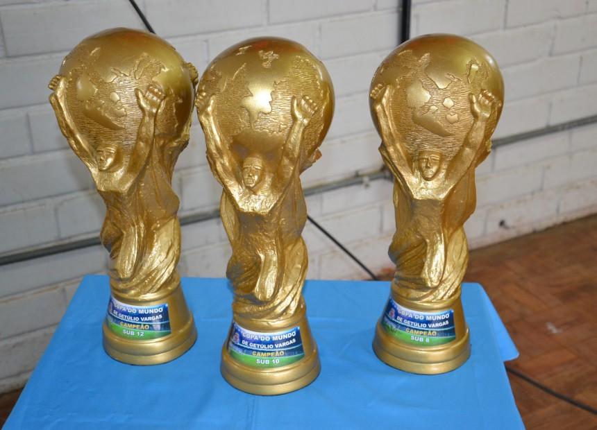 As taças que serão erguidas no final da competição