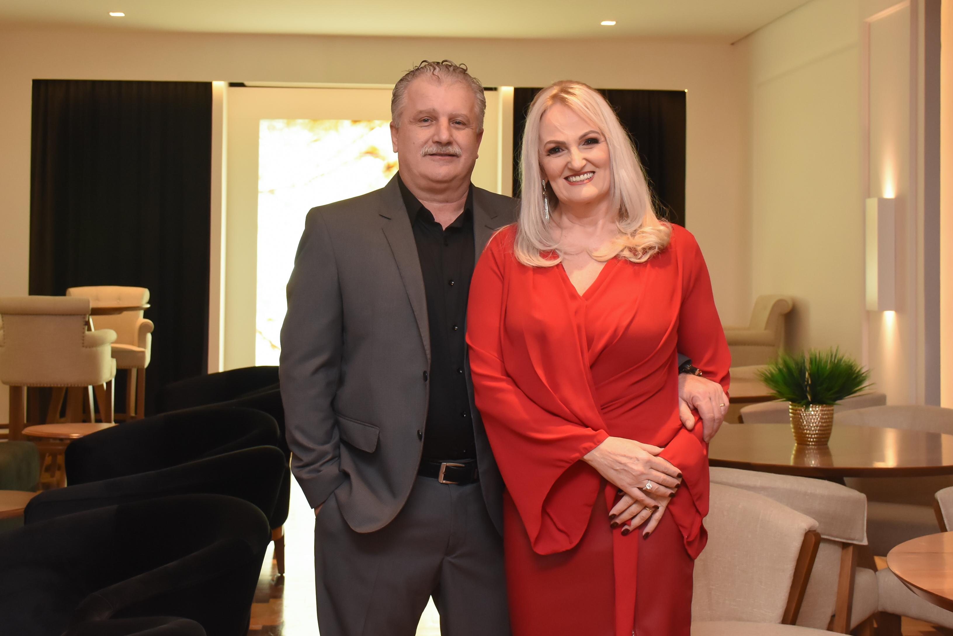 Casal presidente do Clube do Comércio, Luis e Katiamara Badalotti