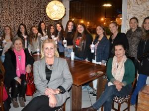 Debutantes com as integrantes da Diretoria Social do CER Atlântico
