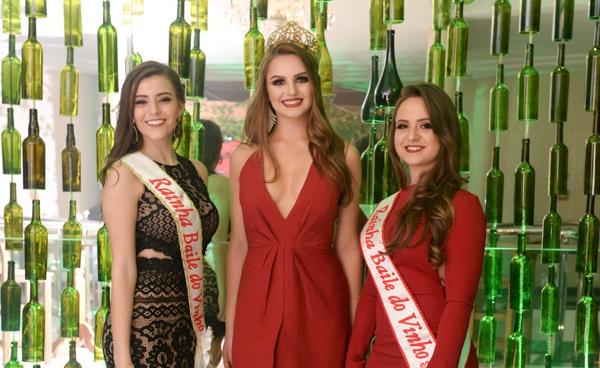 Rainha do 38º Baile do Vinho, Ana Karolina Busatta, Rainha do CER Atlântico, Amanda Condah e Rainha do 39º Baile do Vinho, Rafaela Vitória Gemelli