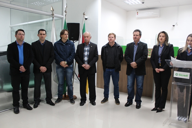 Autoridades presentes na inauguração da nova agência do Sicredi em Ponte Preta
