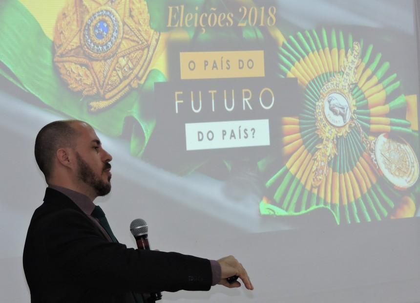 Foto 3 - Economista Jeferson Lemos aconselhou tomadores e aplicadores de crédito da Unicred Erechim