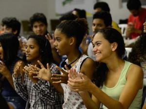 Rio de Janeiro - Jovens de comunidades participam do projeto Agentes de Promoção da Acessibilidade, da ONG Escola de Gente, onde recebem noções de Libras, audiodescrição e legislação inclusiva (Fernando Frazão/Agência Brasil)