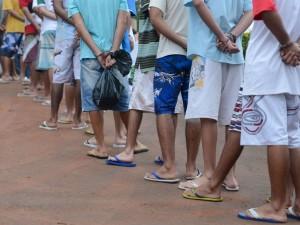 Brasília - O último grupo de adolescentes que cumprem medida de internação no antigo Caje, são levados para as novas unidades de internação (Marcelo Camargo/Agência Brasil)