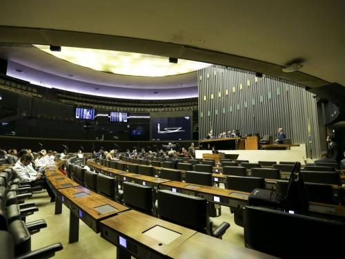 O plenário da Câmara se transforma em comissão geral para debater a concessão e a revogação de incentivos e benefícios fiscais no país.
