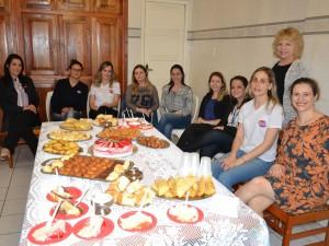 Confraternização com parte da equipe de professoras do CCAA Erechim