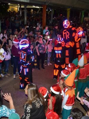Robôs acompanharam o Papai Noel