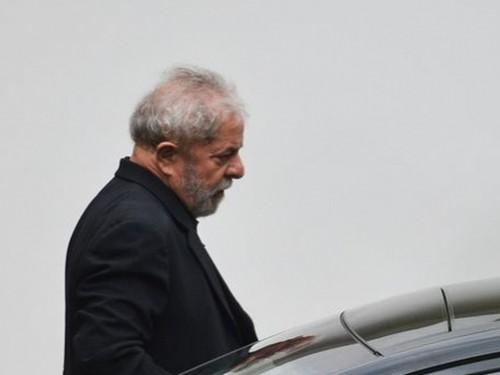 Brasília - O ex-presidente Luiz Inácio Lula da Silva durante encontro na residência oficial do presidente do Senado, Renan Calheiros (PMDB-AL), com a presença de senadores de vários partidos da base aliada ao governo. (José Cruz/Agência Brasil)