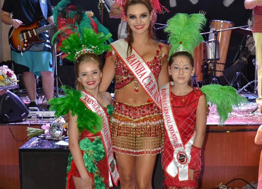 A nova Rainha Infantil do CER Atlântico Eloísa onofre ao lado das Rainhas 2018 Amanda Condah e Gabriela MIchelin