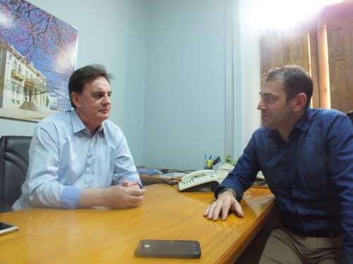 Deputado Paparico Bacchi (D) colm o prefeito Schmidt