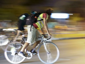 Brasília - Bicicletada nacional em homenagem a Raul Aragão, voluntário do projeto Bike Anjo e parte da coordenação da Rodas da Paz. Raul foi atropelado perto de casa, na Asa Norte (Fabio Rodrigues Pozzebom/Agência Brasil)