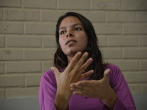 A estudante Andressa da Silva Fernandes, aluna da Escola Bilíngue de Libras e Português escrito do DF, fala sobre o Enem. (Fábio Rodrigues Pozzebom/Agência Brasil)