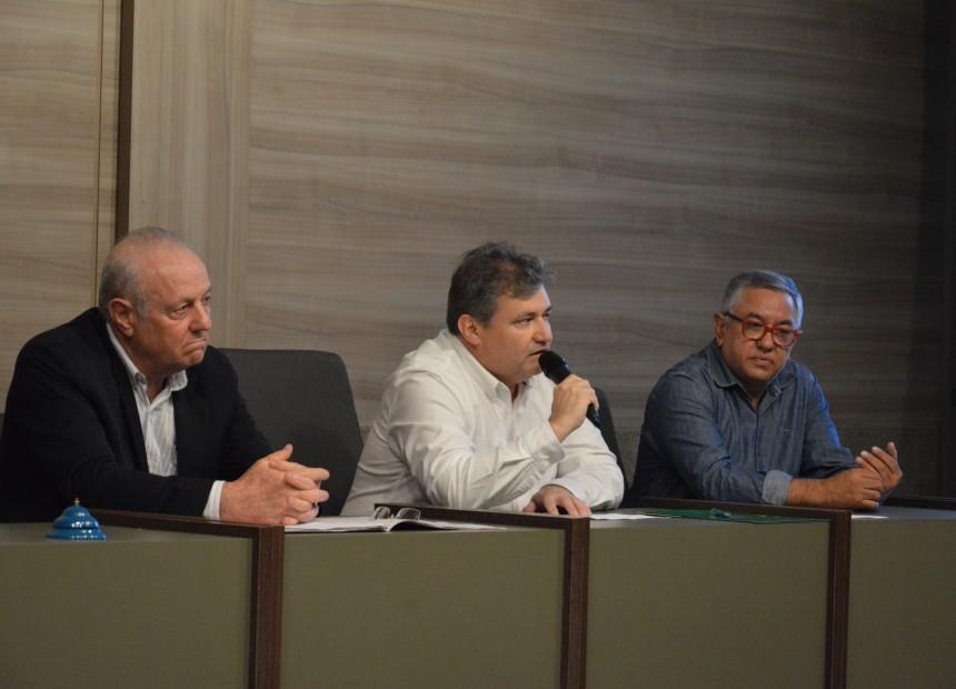 Da esquerda para a direita, diretor de Educação, Cezar Augusto Detoni, presidente , Luiz Felipe Barreneche Leães, e vice-presidente, Paulo César Rodrigues Martins
