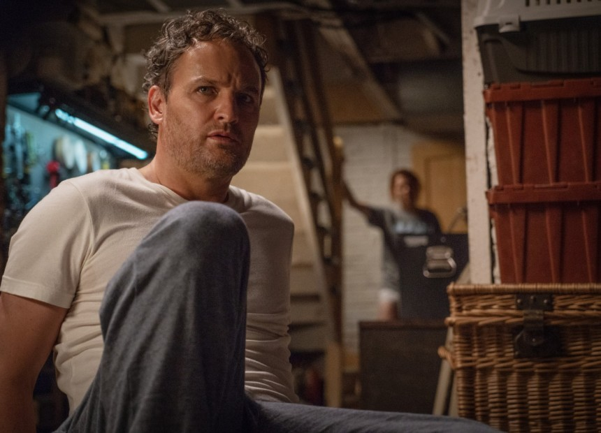 Jason Clarke as Louis, left, and Amy Seimetz as Rachel in PET SEMATARY, from Paramount Pictures.