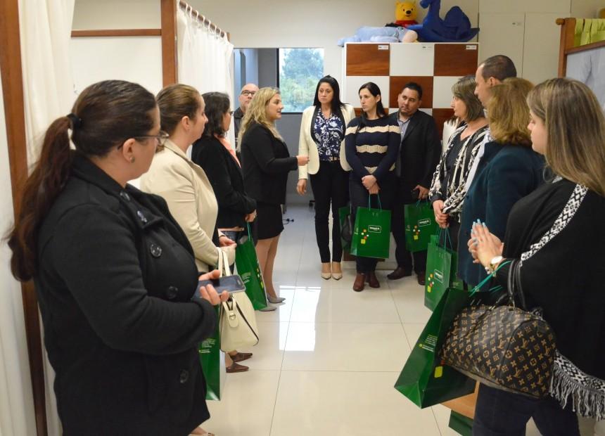 Gerente Adriana Biasi apresentou serviços da Unimed Erechim aos visitantes
