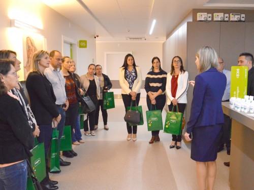 Gerente Alessandra Sonda apresentou o Hospital Unimed aos visitantes