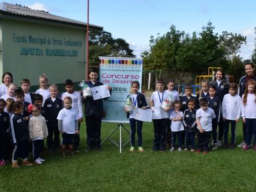 Alunos premiados na escola Anita Garibaldi - Floriano Peixoto