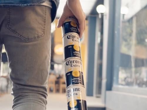 Corona-cria-latas-encaixáveis-para-eliminar-embalagens-de-plástico