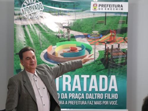 Prefeito Schmidt mostra detalhes da nova Praça Daltro filho