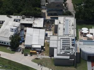 Centro de treinamento presidente George Helal, conhecido com Ninho do Urubu, é utilizado pela equipe de futebol do Flamengo. Foto aérea mostra danos após incêndio.