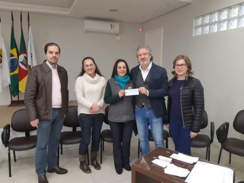 Entrega dos valores para os representantes das Entidades na ACCIAS, em Getúlio Vargas (3)