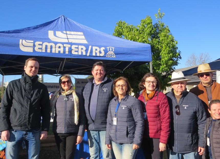Equipe da Emater e cooperativismo