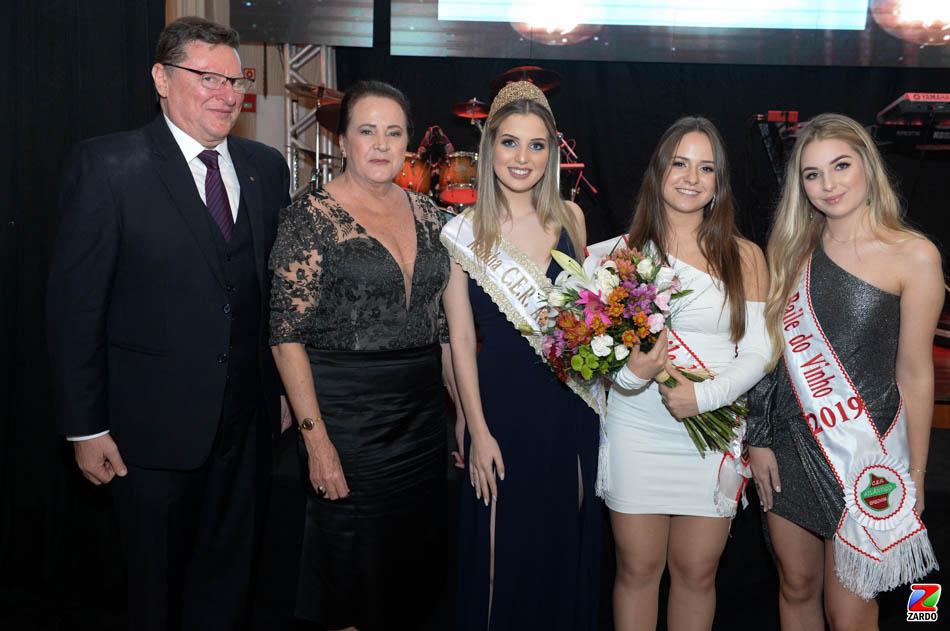 Julio e Reny Brondani com as Rainhas Laura Caroline Biasus Rigotti,  Rafaela Vitória Gemelli e Isadora Tonin