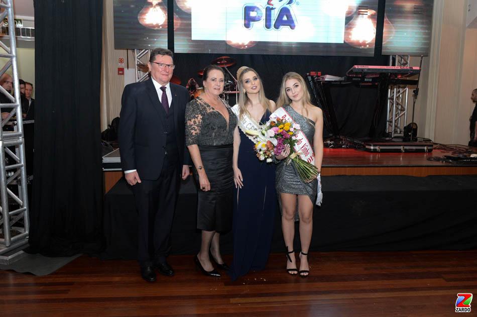 Julio e Reny Brondani com as Rainhas Laura Caroline Biasus Rigotti e Isadora Tonin