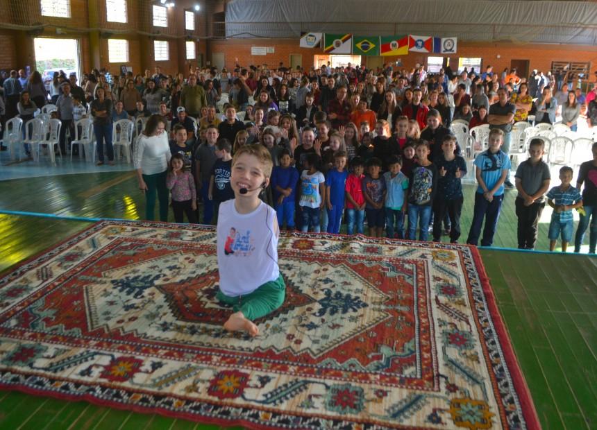 Palestra com Tiago Linck marca Dia da Família na Escola em Charrua - 01