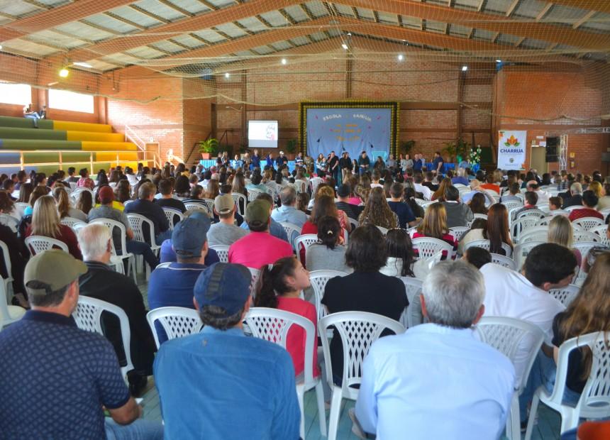Palestra com Tiago Linck marca Dia da Família na Escola em Charrua - 02