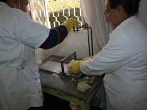 Produção de sabão com óleo usado de cozinha gera renda e protege o meio ambiente (5)