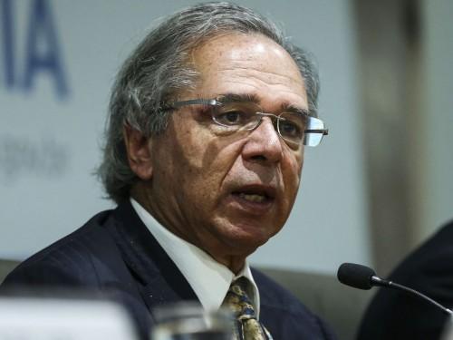 O ministro da Economia, Paulo Guedes anuncia medidas para reduzir burocracia, custos e tempo em processos de marcas e patentes.