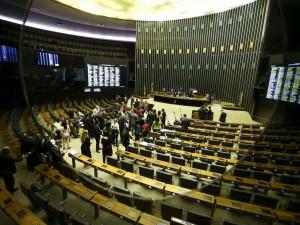 O plenário da Câmara dos Deputados aprovou o Projeto de Lei 6433/13, que permite ao delegado de polícia adotar medidas de urgência para proteger mulheres vítimas de agressão.