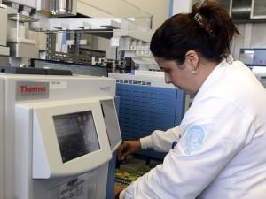 Rio de Janeiro - O Laboratório Brasileiro de Controle de Dopagem(LBCD) inicia operação especial olímpimpica e paralímpica nos Jogos Rio 2016. Durante os Jogos o laboratório vai funcional 24 horas, em todo o período de competições, O LBCD integra o Laboratório de Apoio ao Desenvolvimento Tecnológico (Ladetec) do Instituto de Química da UFRG, localizado na ilha do Fundão. (Tânia Rêgo/Agência Brasil)