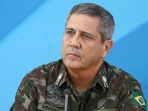 o-general-walter-braga-netto-comendante-do-cml-comando-militar-do-leste-e-interventor-federal-no-rio-1518898740906_615x300