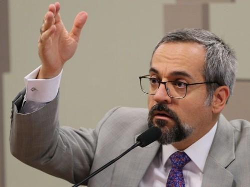 O ministro da Educação, Abraham Weintraub, participa  da reunião da comissão mista, que analisa a MP 890/19, que cria o programa Médicos pelo Brasil em substituição ao antigo programa Mais Médicos