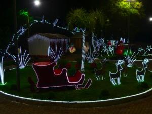 Prefeitura ilumina a cidade para receber o Natal em Charrua - 01