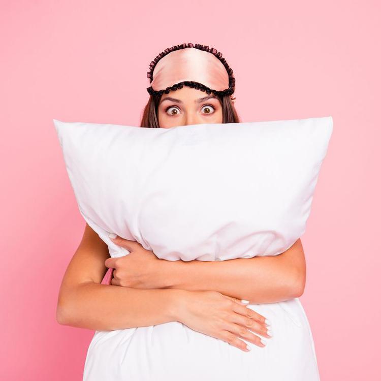 beneficios-de-dormir-em-uma-almofada-de-seda